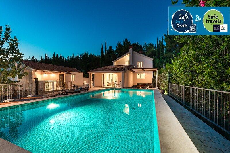 Luxury Vila Divina-Exceptional privacy, casa vacanza a Celopeci