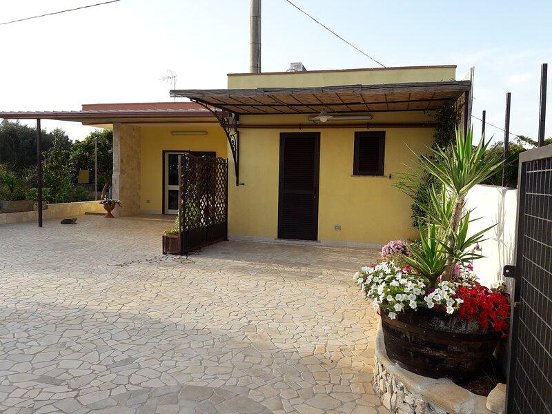villetta bifamigliare 7 posti letto, vacation rental in Corsano