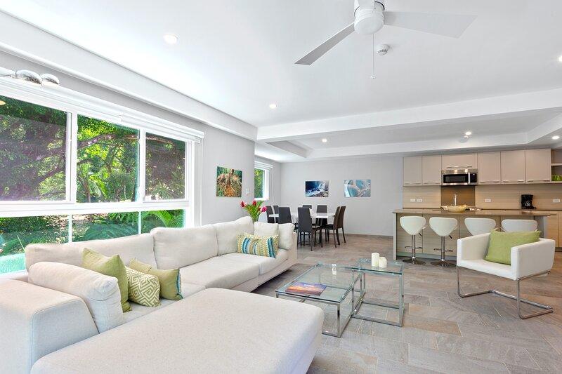Luxury 3-Bedroom Condo in Elan at Ballena Beach, alquiler de vacaciones en Uvita