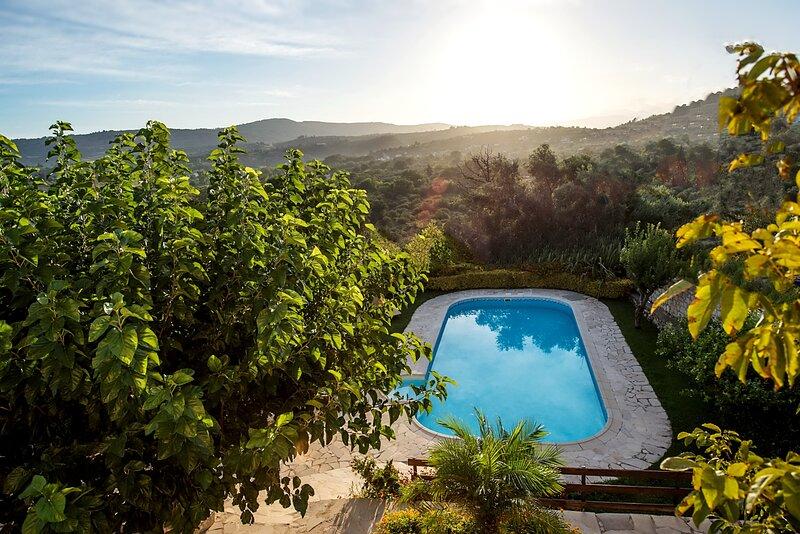 Villa Faye, alquiler de vacaciones en Nipos