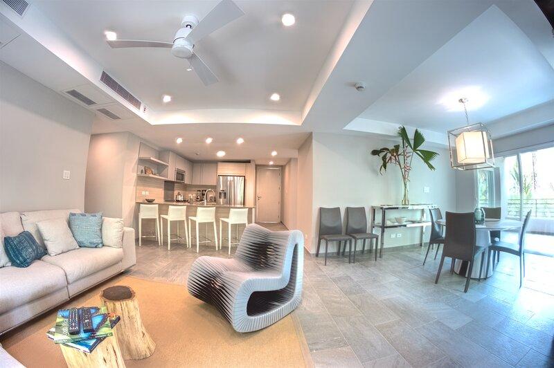 Change in Latitude 2-Bedroom Elan at Ballena Beach Luxury Condo, holiday rental in Platanares
