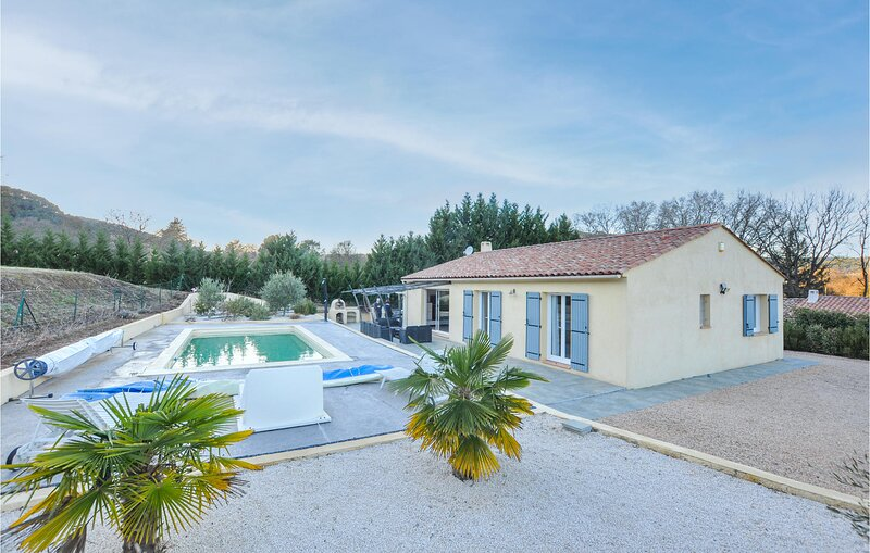 Amazing home in Salernes with Outdoor swimming pool, WiFi and 4 Bedrooms (FCV923, location de vacances à Sillans-la-Cascade