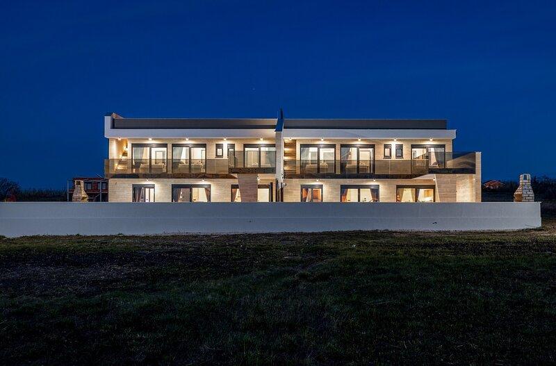 Beautiful villa Alladin 1 & Alladin 2, alquiler de vacaciones en Privlaka