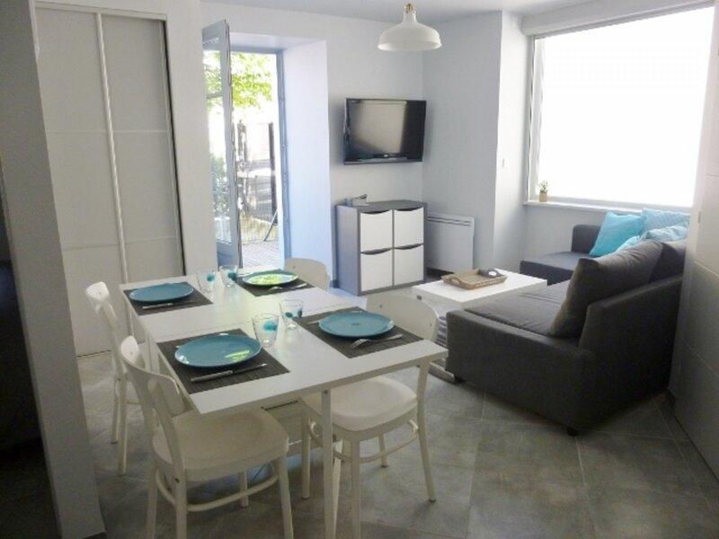 AGREABLE APPARTEMENT EN REZ DE CHAUSSEE, vacation rental in Ascou