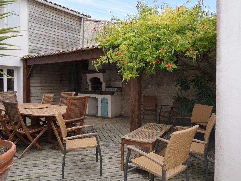 LE CHAI -  Au coeur du village de la COUARDE SUR MER 8 Personnes, holiday rental in Loix