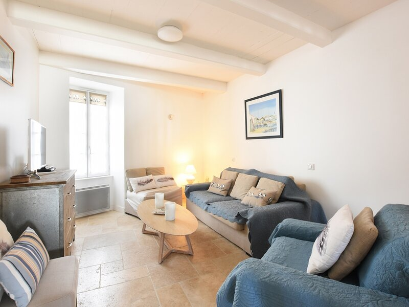 L'ECOLIERE -  Maison de village avec jardin pour 9 personnes, holiday rental in Ars-en-Re