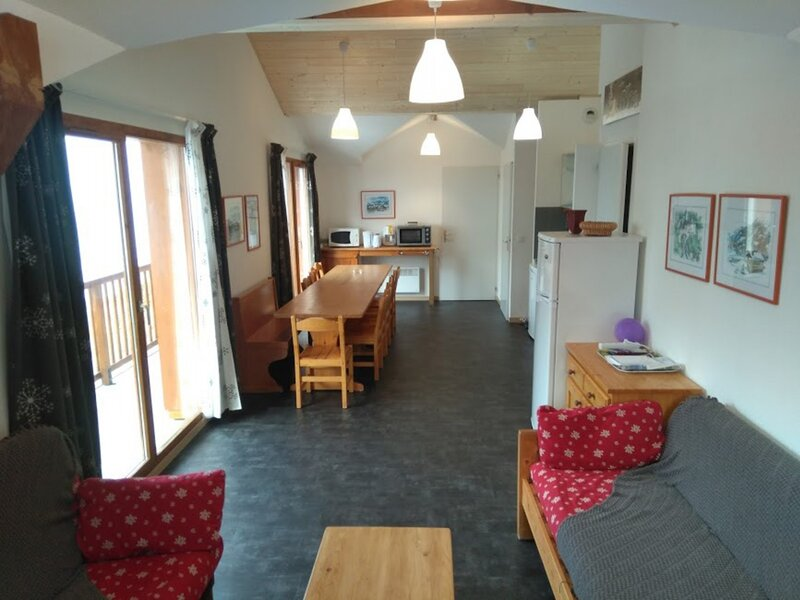 Appartement spacieux 10/12 personnes 90 m², holiday rental in Modane