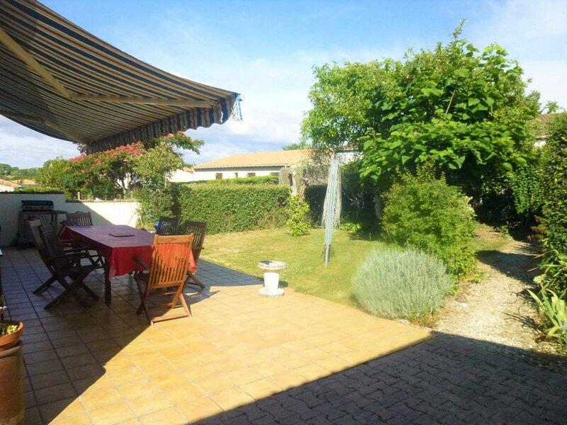 ROYAN - MAISON DE PLAIN-PIED AVEC JARDIN CLOS - QUARTIER RESIDENTIEL, holiday rental in Medis