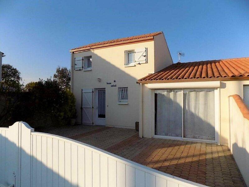 SAINT AUGUSTIN - MAISON MITOYENNE AVEC SA PISCINE PRIVEE - 6 PERSONNES, holiday rental in Saint-Augustin