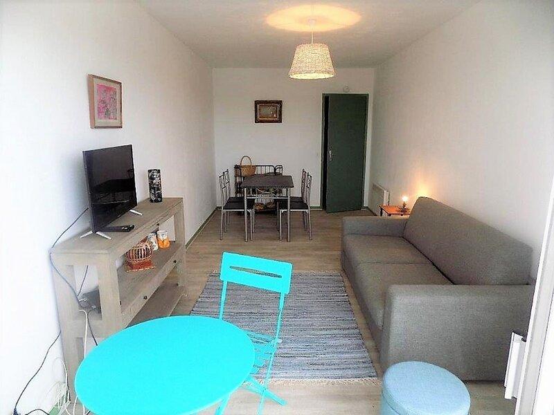 VAUX SUR MER - STUDIO AVEC BALCON - A 3 MINUTES PLAGE DE PONTAILLAC, vacation rental in Pontaillac