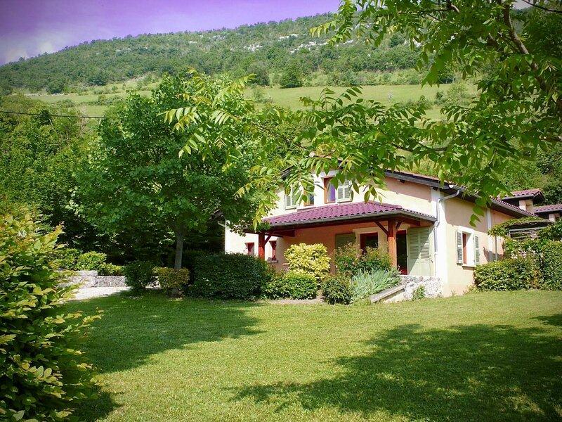 Le Paradis - Gite Bleu, holiday rental in Saint-Marcellin