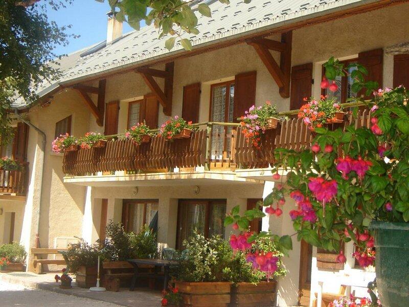 Les Charbonnieres, holiday rental in La Chapelle-en-Vercors