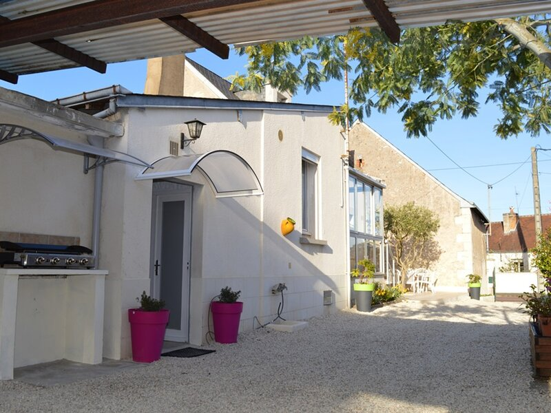 Les Oliviers, holiday rental in Chambray-Les-Tours