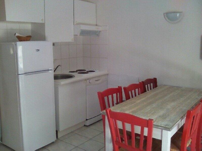 Maison en duplex  8 couchages, casa vacanza a Salavas