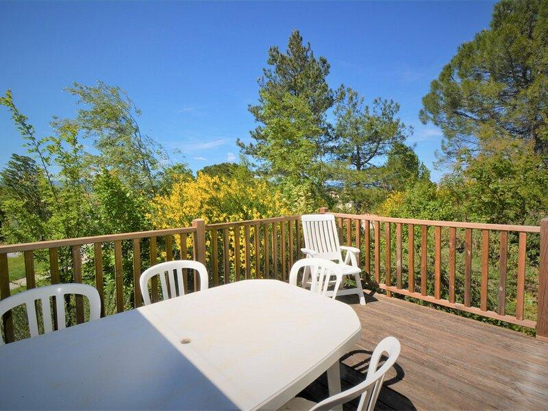 Maison 6 personnes en duplex avec terrasse privative., holiday rental in Bessas