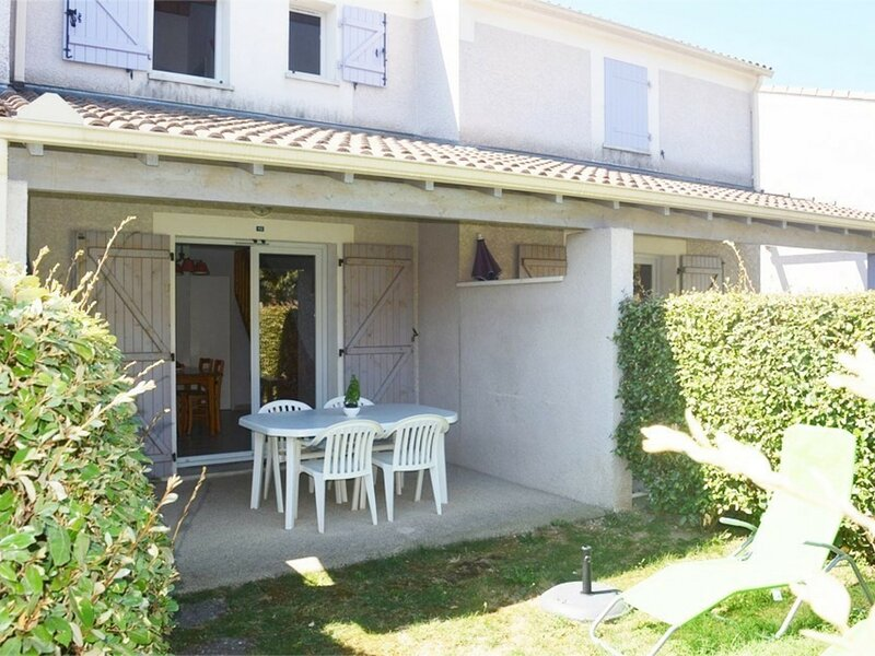 Maison en duplex 6 personnes, holiday rental in Lagorce