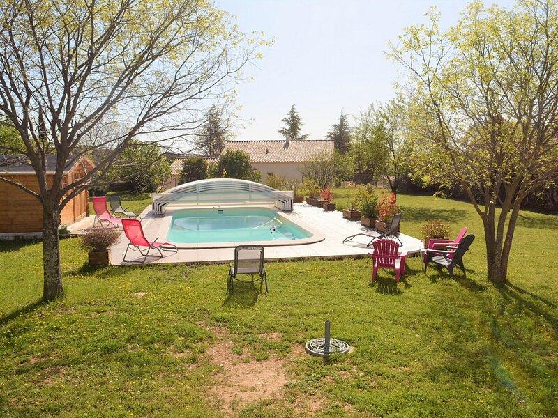 Villa piscine chauffée 6 personnes, holiday rental in Saint-Privat-de-Champclos
