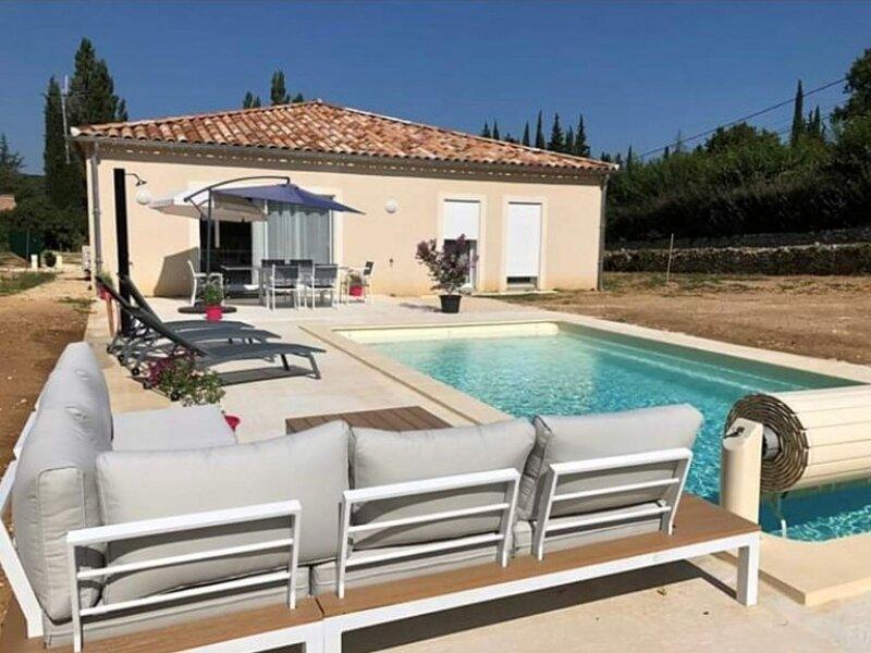 Villa neuve avec piscine privée chauffée, casa vacanza a Salavas
