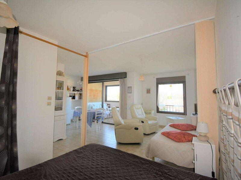 Appartement 1 pièce 2 couchages RUOMS, location de vacances à Chauzon