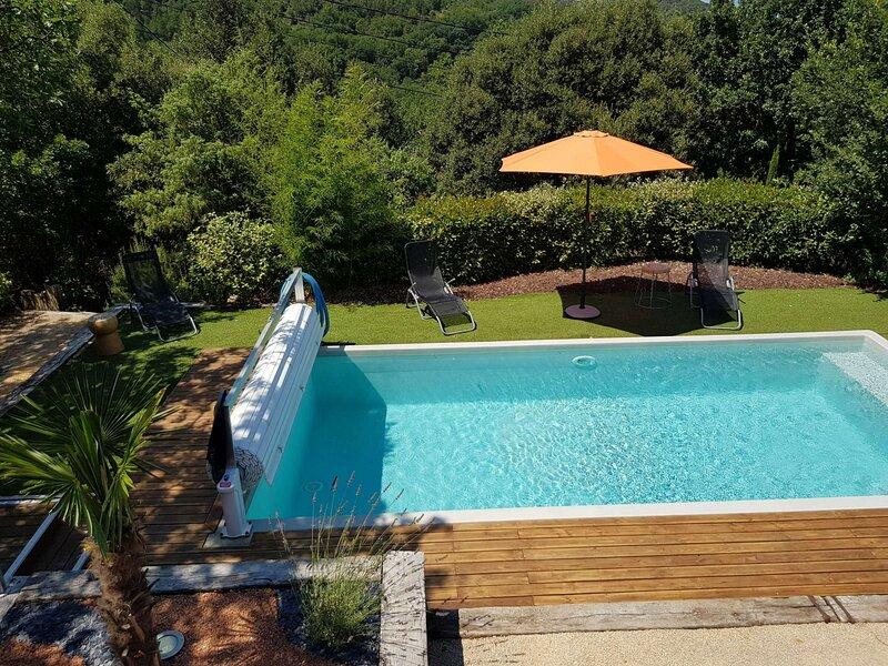 Villa L'ENOHA  avec piscine chauffée à 5 min de Vallon Pont d'Arc, vacation rental in Vagnas