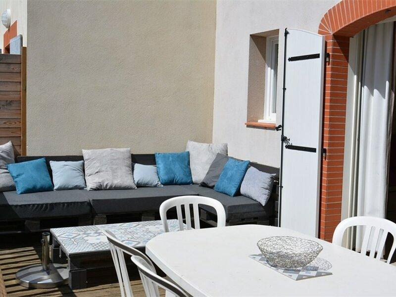 Maison en duplex 3 chambres 8 personnes GROSPIERRES, holiday rental in Bessas