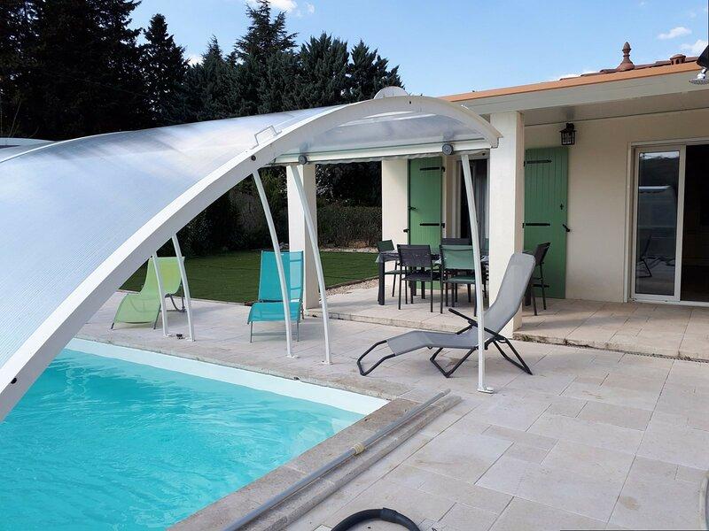 VILLA  3 CHAMBRES AVEC PISCINE PRIVEE A VALLON PONT D'ARC, holiday rental in Lagorce