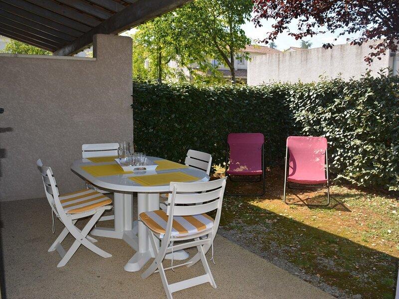 Maison 3 pièces 6 couchages VALLON PONT D ARC, holiday rental in Lagorce
