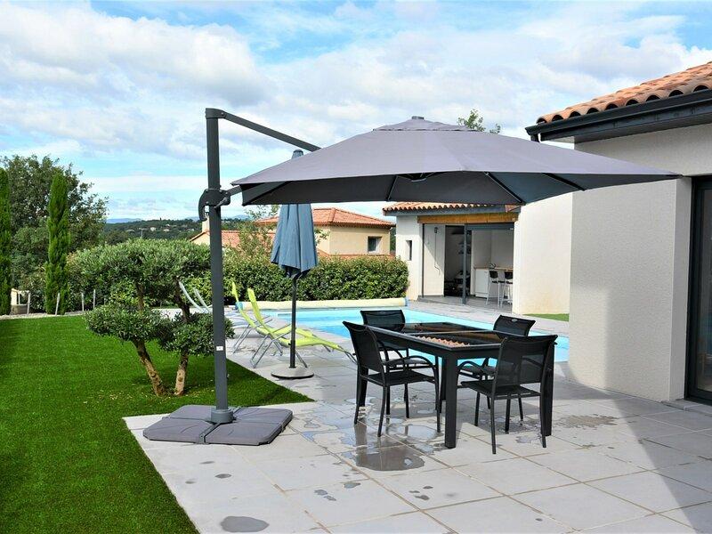 Villa climatisée avec piscine  6 couchages RUOMS, location de vacances à Chauzon