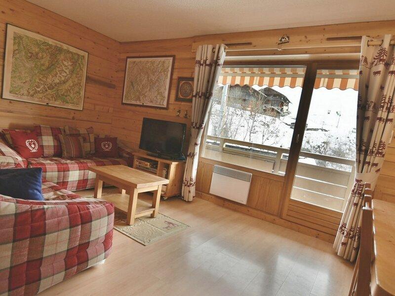 Appartement 4 personnes, 2 chambres face aux pistes, centre village!, holiday rental in Le Reposoir