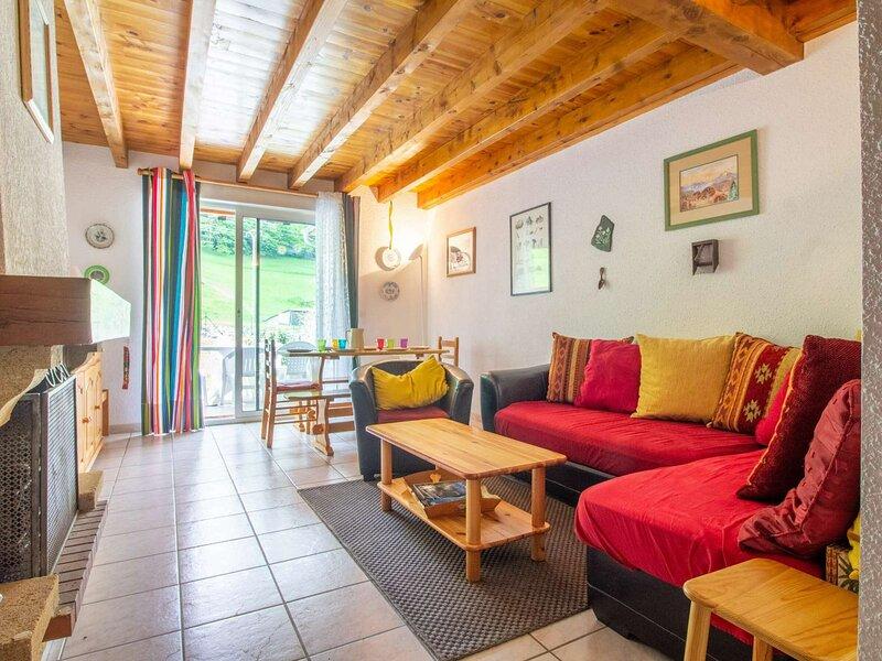 CHALET MITOYEN 6 PERSONNES RESIDENCE CLOS SAINT CLEMENT, vacation rental in Luz-Saint-Sauveur