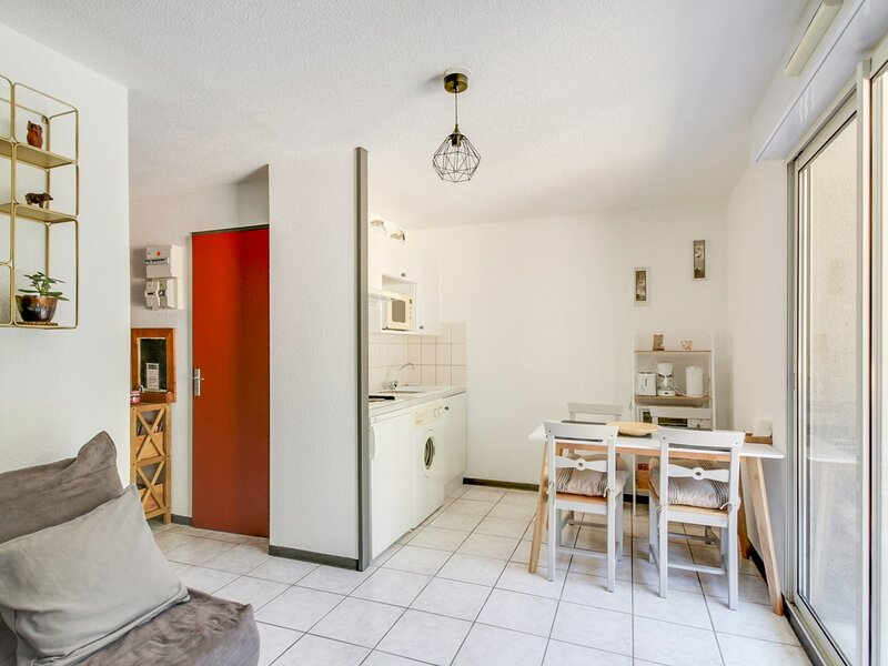 Studio cabine 4 personnes, proche centre ville, holiday rental in Saint-Sauveur