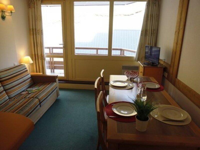 Appartement t2 6 personnes avec parking, résidence Montana II, holiday rental in La Mongie