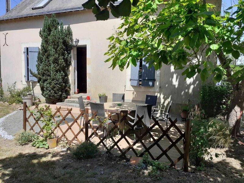 Location Gîte Luché-Pringé, 4 pièces, 7 personnes, holiday rental in Chigne