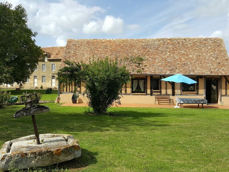 Location Gîte Marolles-les-Braults, 4 pièces, 7 personnes, holiday rental in Nogent Le Bernard