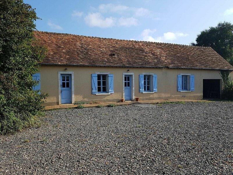 Location Gîte Brette-les-Pins, 4 pièces, 6 personnes, holiday rental in Marigne-Laille
