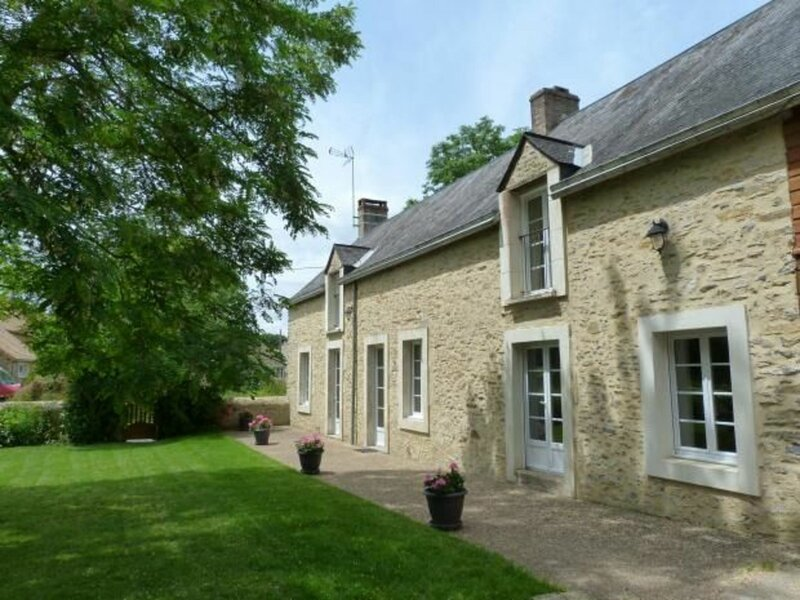 Location Gîte Saint-Rémy-de-Sillé, 6 pièces, 8 personnes, holiday rental in Saint Aubin du Desert