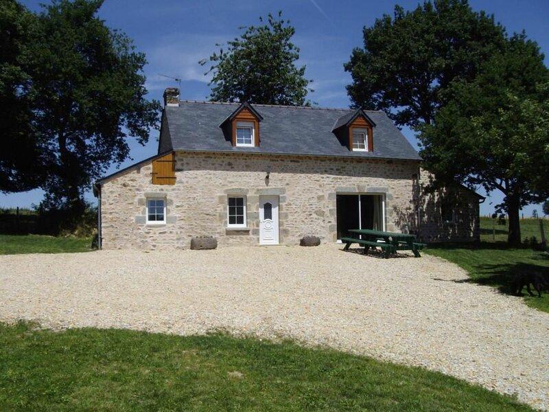 Location Gîte Saint-Léonard-des-Bois, 5 pièces, 7 personnes, holiday rental in Saint Aubin du Desert