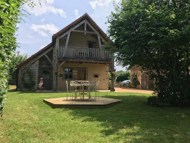 Location Gîte Semur-en-Vallon, 4 pièces, 7 personnes, location de vacances à Montmirail