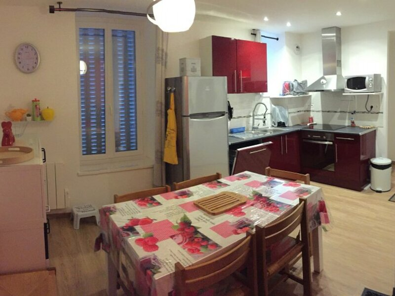 APPARTEMENT F4  6 COUCHAGES, holiday rental in Puy-de-Dome