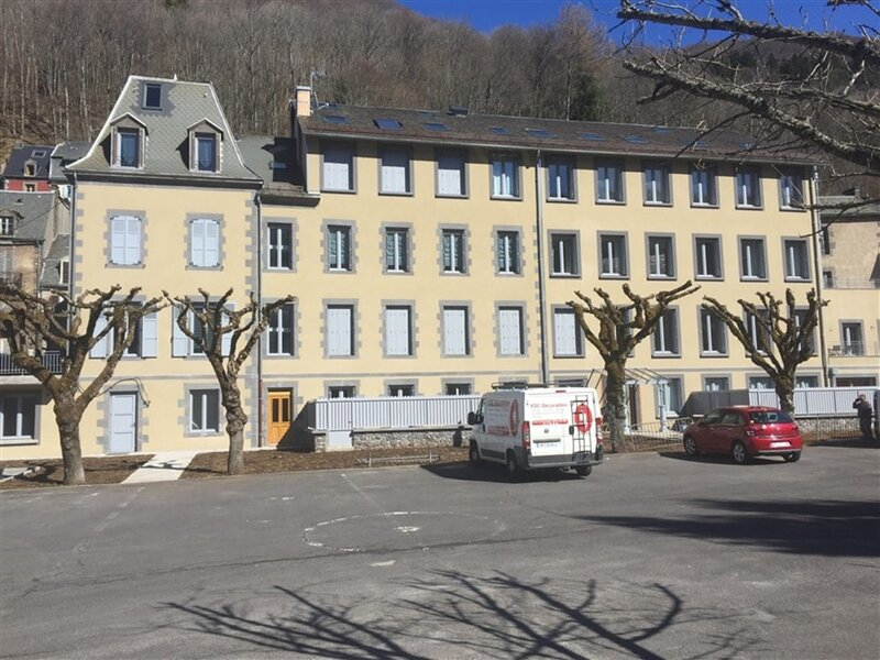 APPARTEMENT NEUF 4 COUCHAGES, holiday rental in Orcival