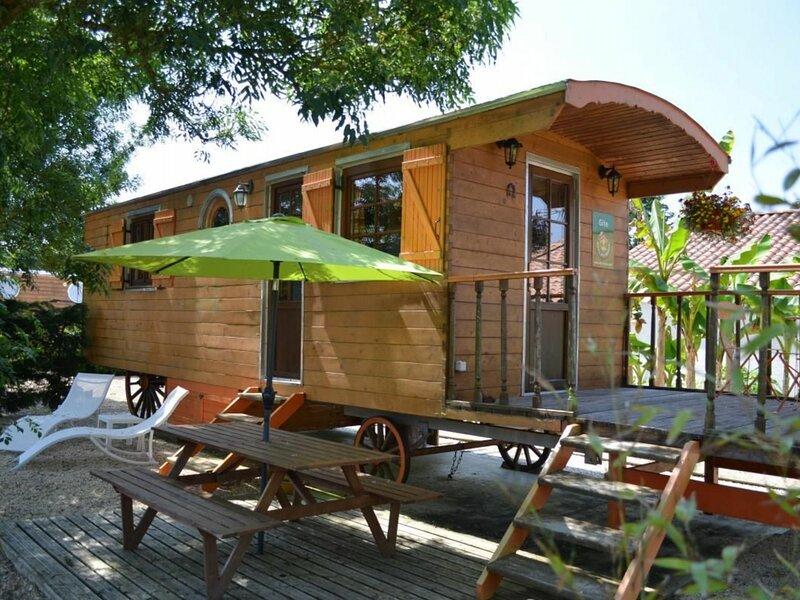 Roulotte Côt'é Sud, location de vacances à La Mothe-Achard