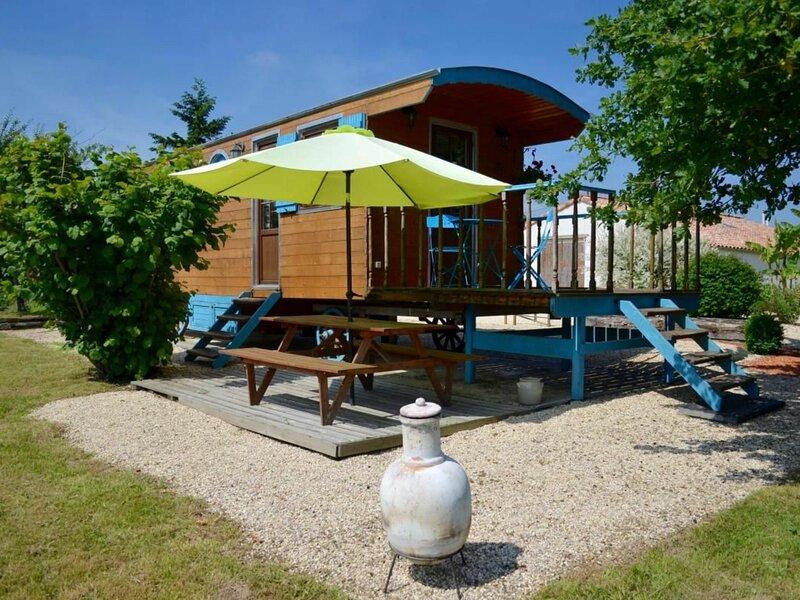 Roulotte Côt'é Mer, location de vacances à La Mothe-Achard