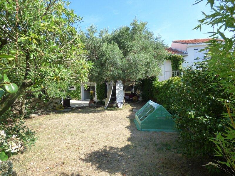VILLA DE FAMILLE POUR 12 PERSONNES A 50 M DE LA GRANDE PLAGE, vacation rental in Croix-de-Vie