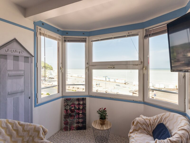 Le Bowindow, holiday rental in Mesnil-Val