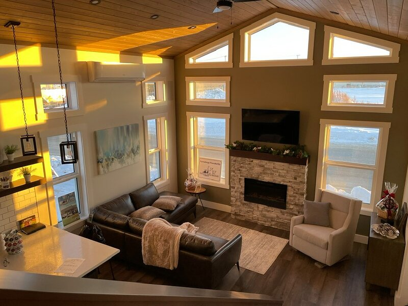 LUXURY LOFT COTTAGE IN MANITOU BEACH, holiday rental in Saskatchewan