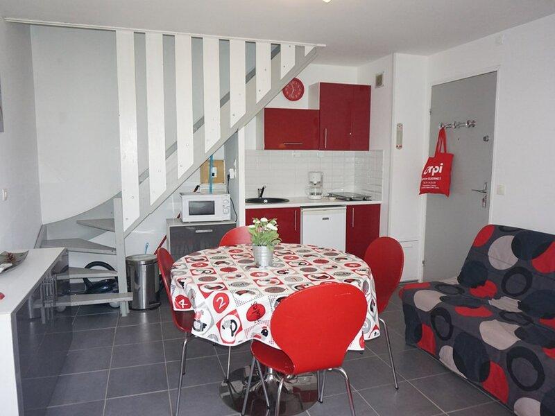 Appartement duplex 4/5 pers dans une résidence avec accès plage, holiday rental in Petiville