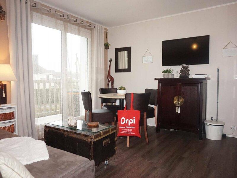 Duplex pour 4 personnes à deux pas de la plage, holiday rental in Petiville