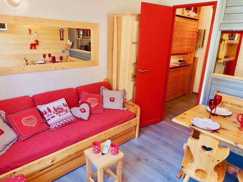 très beau studio pieds de pistes et départ télécabine, holiday rental in Valfrejus