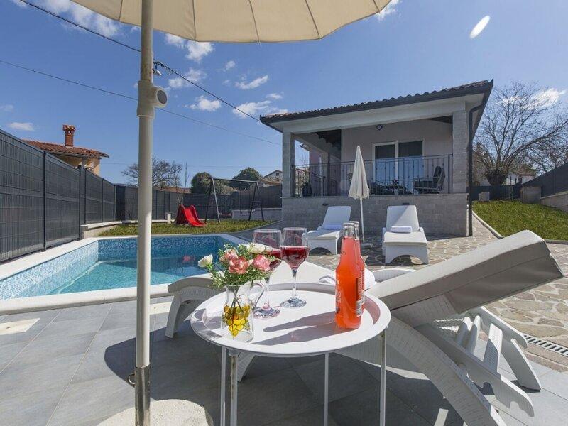 Holiday Home 5012-1 for 6 Pers. in Kršan, location de vacances à Krsan