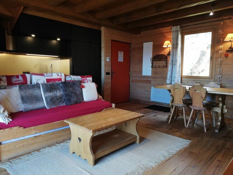 1/2 Chalet avec terrasse et très belle vue sur les montagnes, 400m de la, holiday rental in Uvernet-Fours